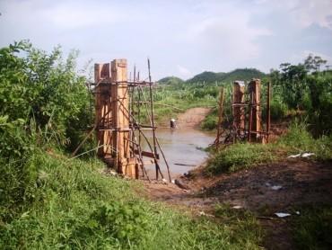 Début de la construction du pont…